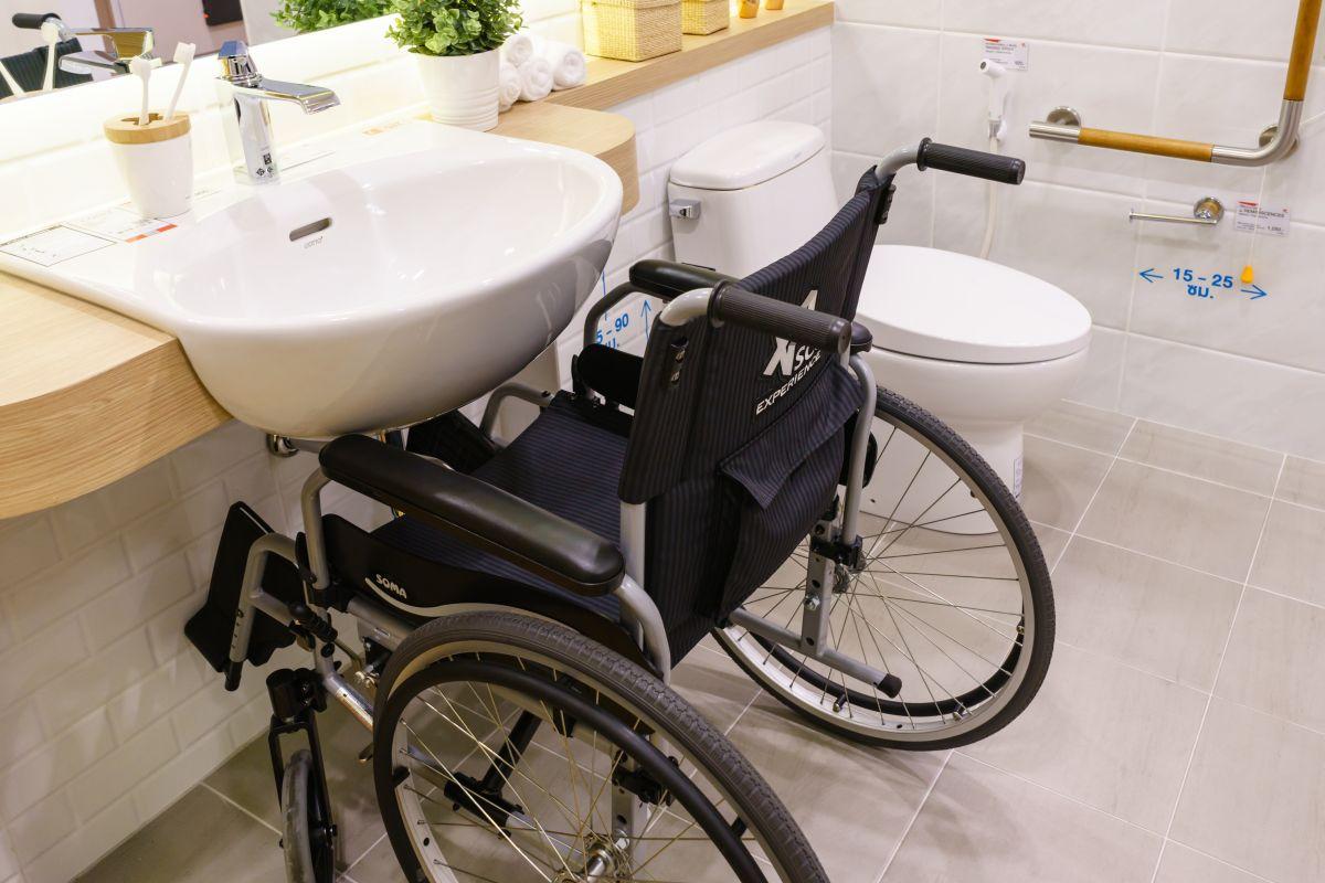 jaki zlew do łazienki dla osoby starszej